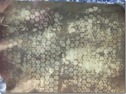 discharged fabric using bubble wrap