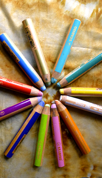 12 watercolour crayons arranged in a circle