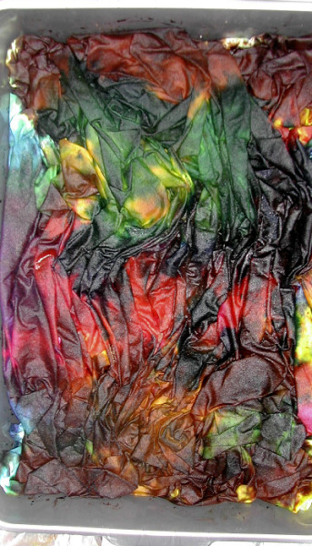 dyeing fabric scrunched up and colourful